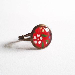 Makiko, bague 12mm motif fleurs sur fond rouge