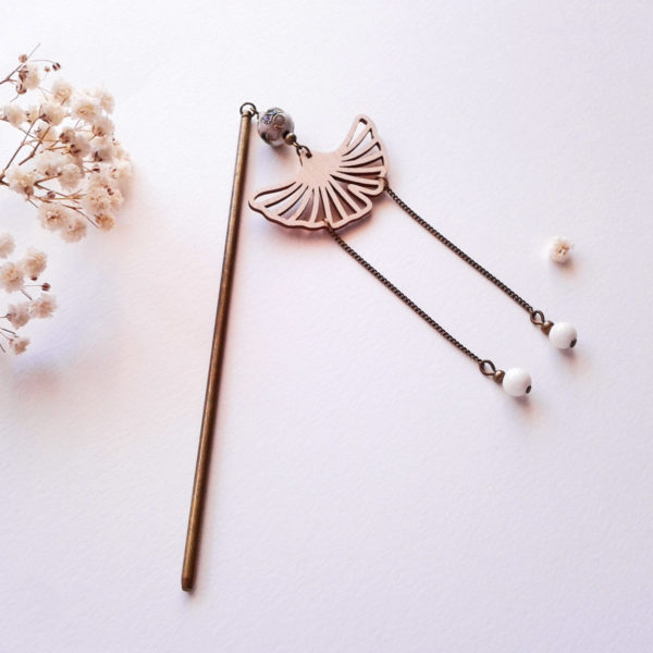 Pic à cheveux feuille de ginkgo en bois - inspiration geisha -blanc et bronze