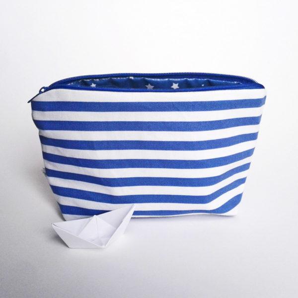 Trousse de toilette à fond plat Marine prend son bain - sergé de coton doublé de coton enduit.
