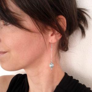 Boucles d'oreilles nébuleuse, en céramique. Bijou porté.