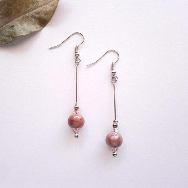 Boucles d'oreilles nébuleuse, en céramique rose.