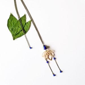 Sautoir fleur de lotus en bois d'érable français. Bijou inspiré du Japon.