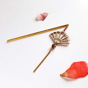 Pic à cheveux inspiré des geisha, éventail en bois
