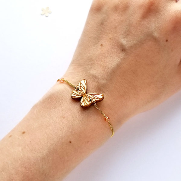 bracelet fin papillon en bois