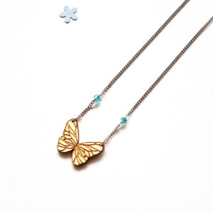 collier court papillon en bois